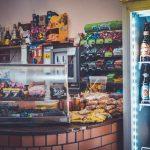 Jakie urządzenia chłodnicze powinny znaleźć się w cukierni?